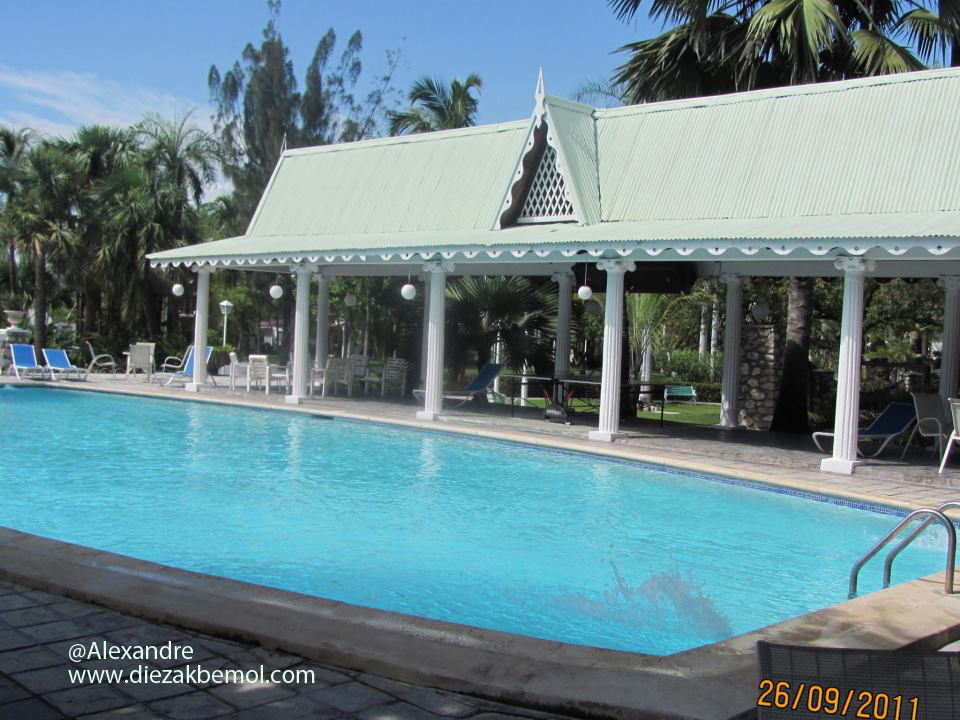 Piscine moulin sur mer haiti di z bem l for Piscine moulins